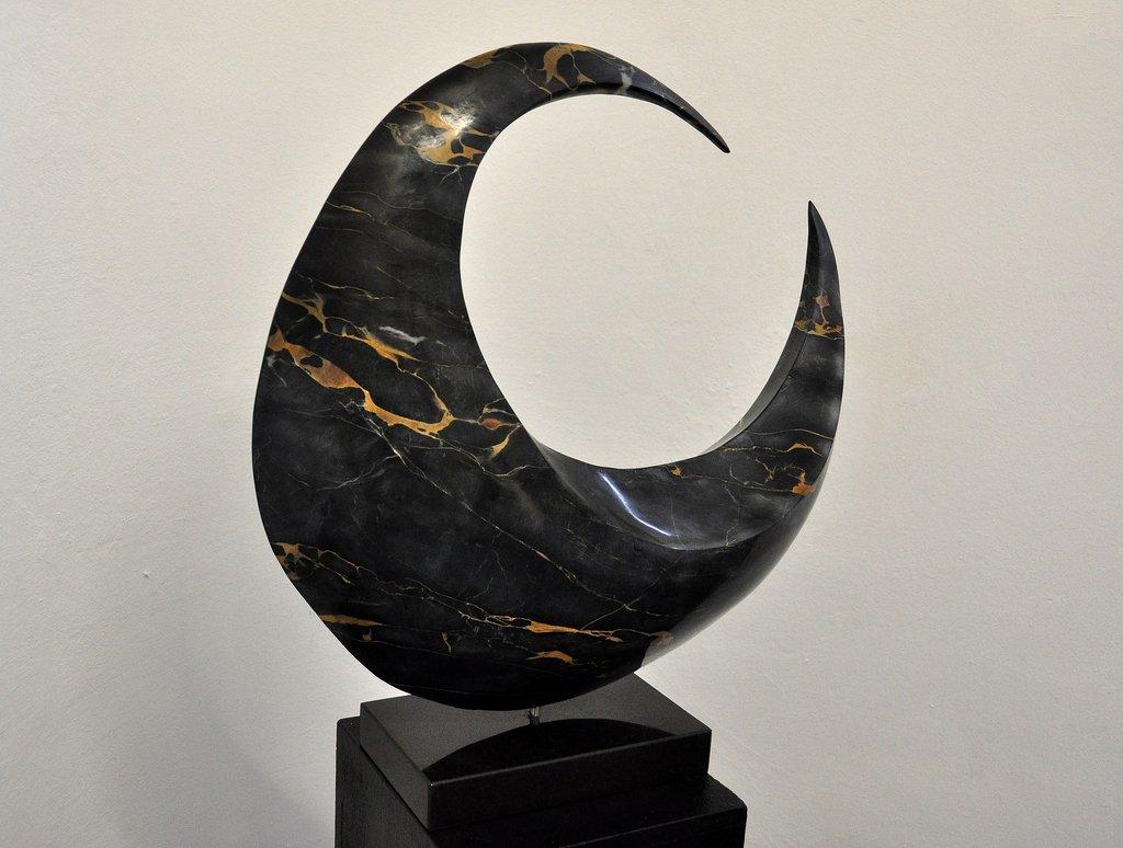 Spirale - ital. Nero Portoro - 50 x 52 x 15 cm