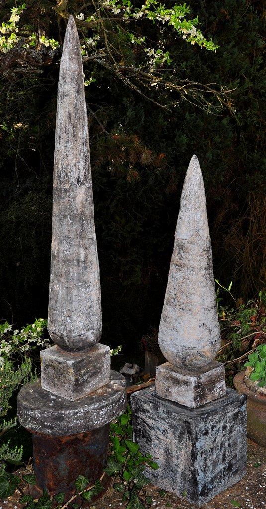 Zypresse I und II  - grob schamottierter Ton - 97 x 33 cm ( I )