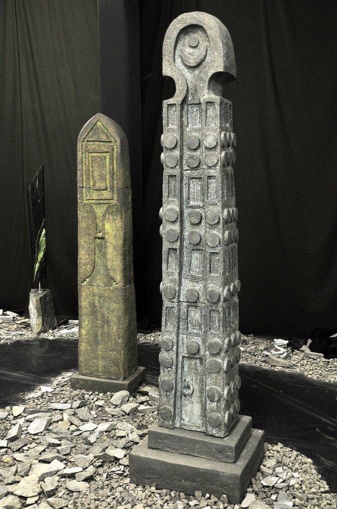 Stelen Aksum II und III - grob schamottierter Ton