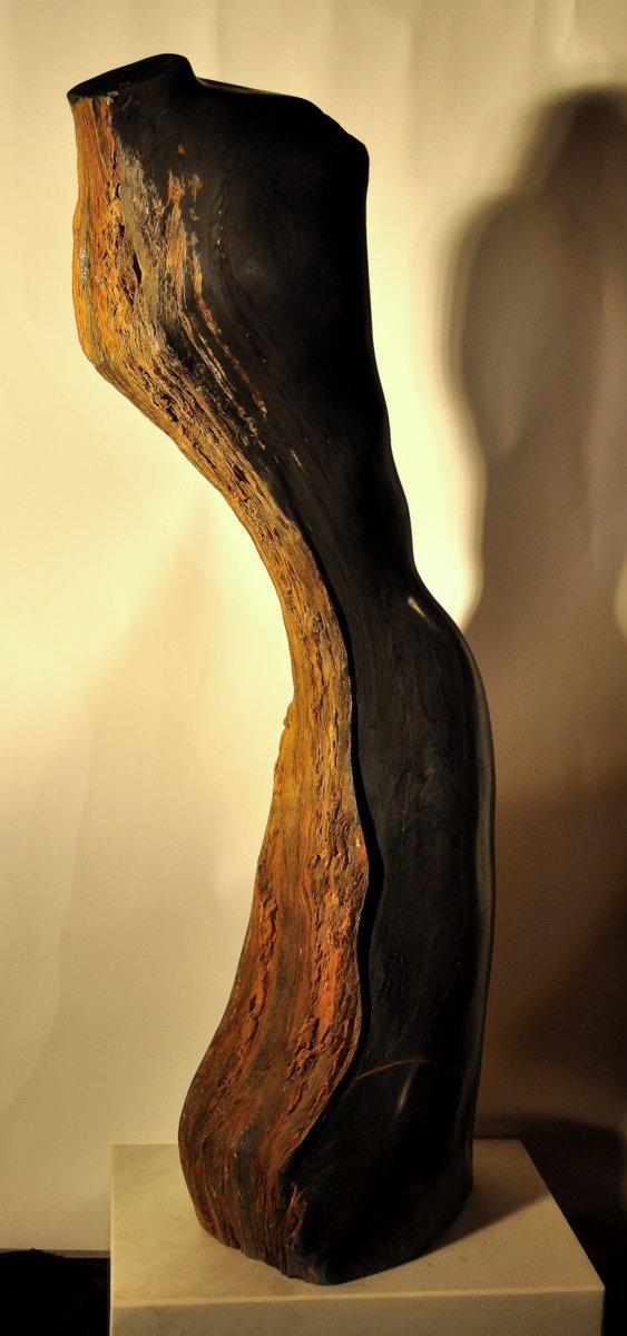 weiblicher Torso - brasilianischer Flußstein 115 x 53 x 24 cm