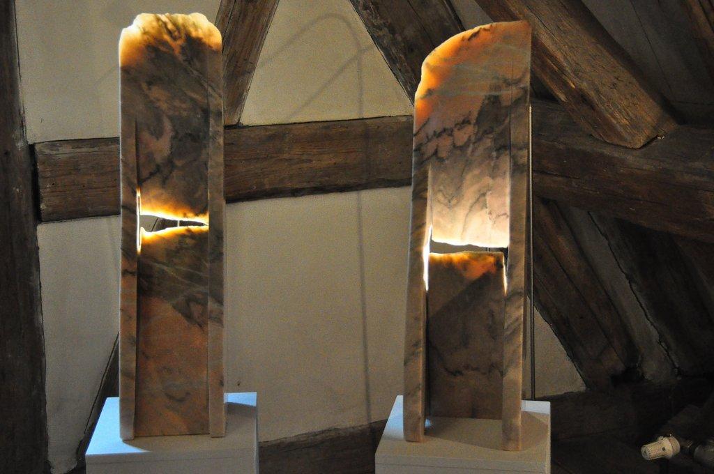 Lichtinstrument I und II - portugiesischer Marmor 61 x 20 x 20 cm